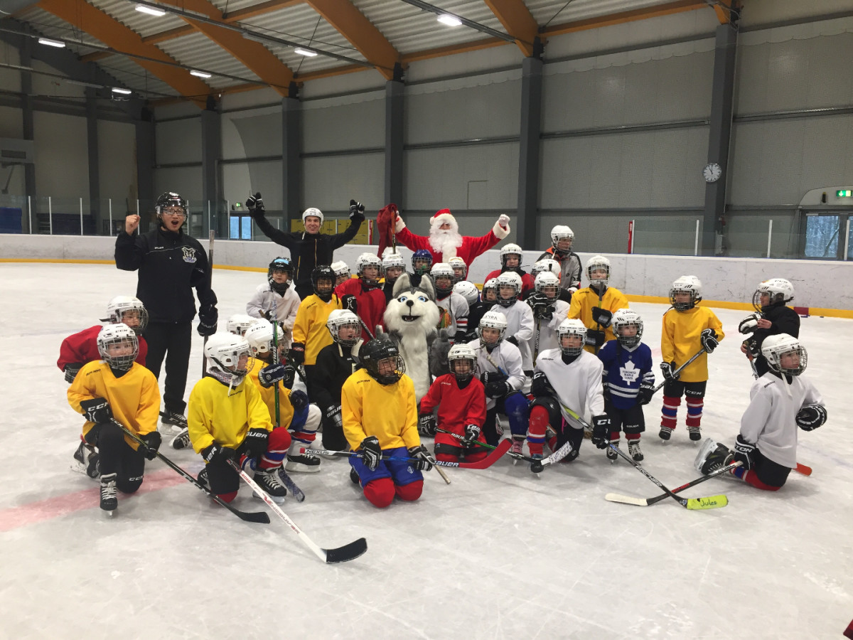 Santa Claus and Huskies Mascot were at Kockelsheuer today with Young team