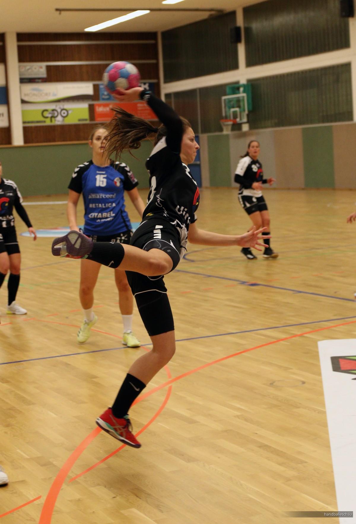 Fotoen/09.11.2019/DAMMEN: Handball Esch 18 - 37 HB Diddeleng