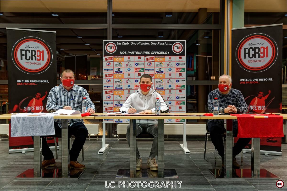 Signature contrat Julien Ganser
