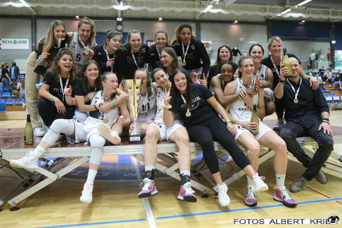 Ladies : Champion de Luxembourg 2020 - 2021 : T71 Dudelange