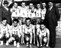 Photo 1.Equipe 1956_bis.jpg