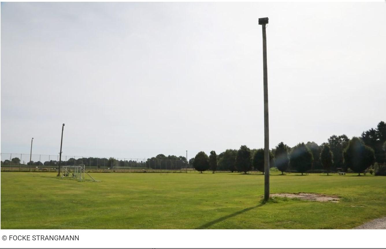 Die Stadt Achim baut die Flutlichtanlage in Badenermoor zurück.