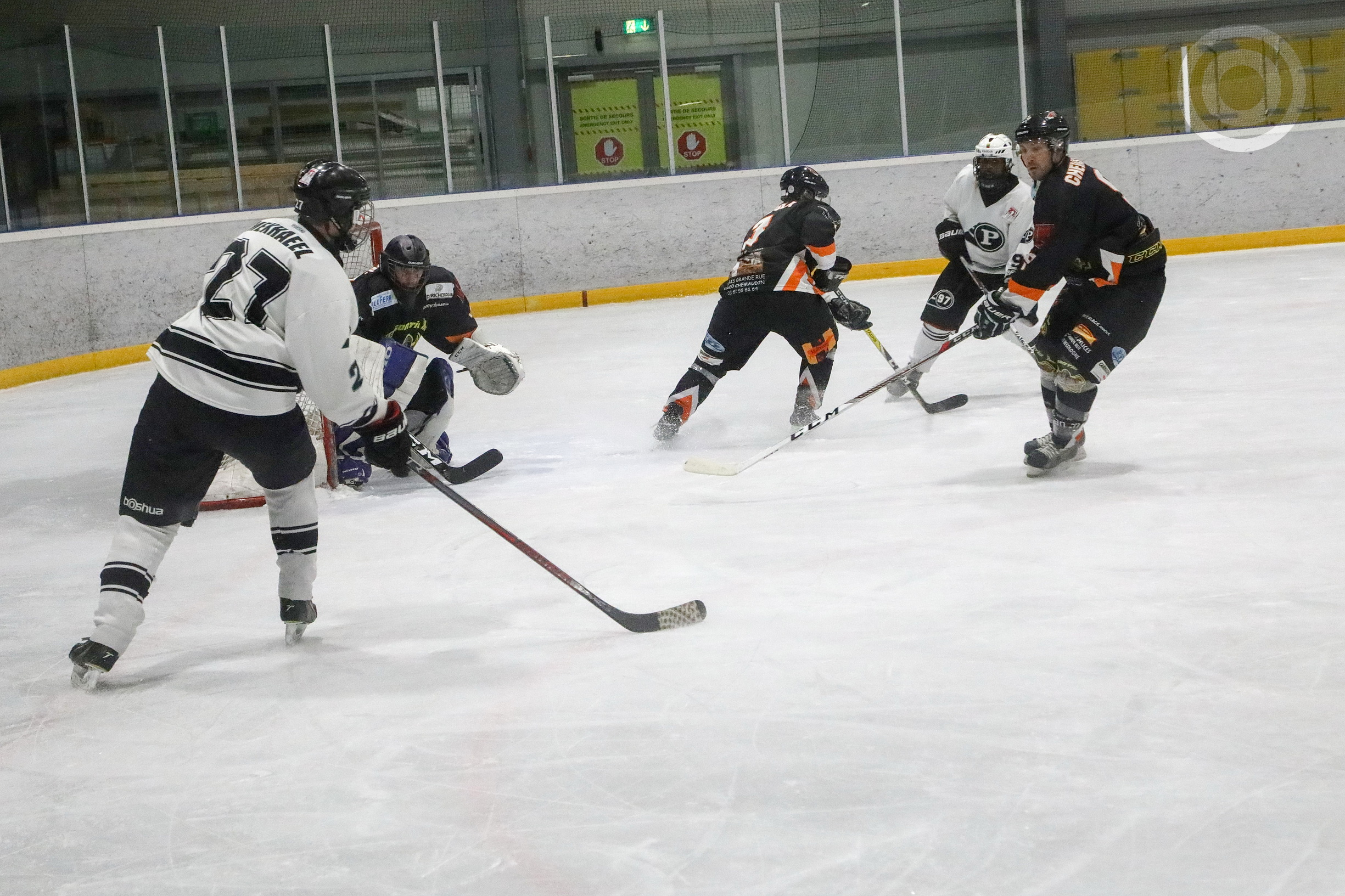 Puckers regain league lead with narrow 4-3 win over Besançon