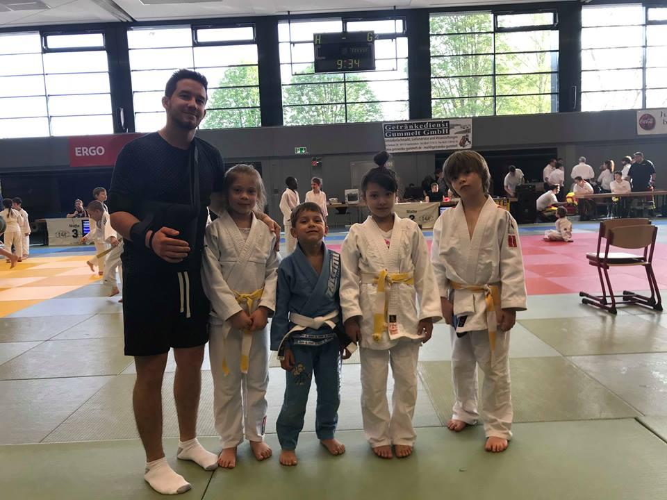 Dreimal Silber und einmal Bronze beim 1. internationalen Auftritt der Strassener Judokids