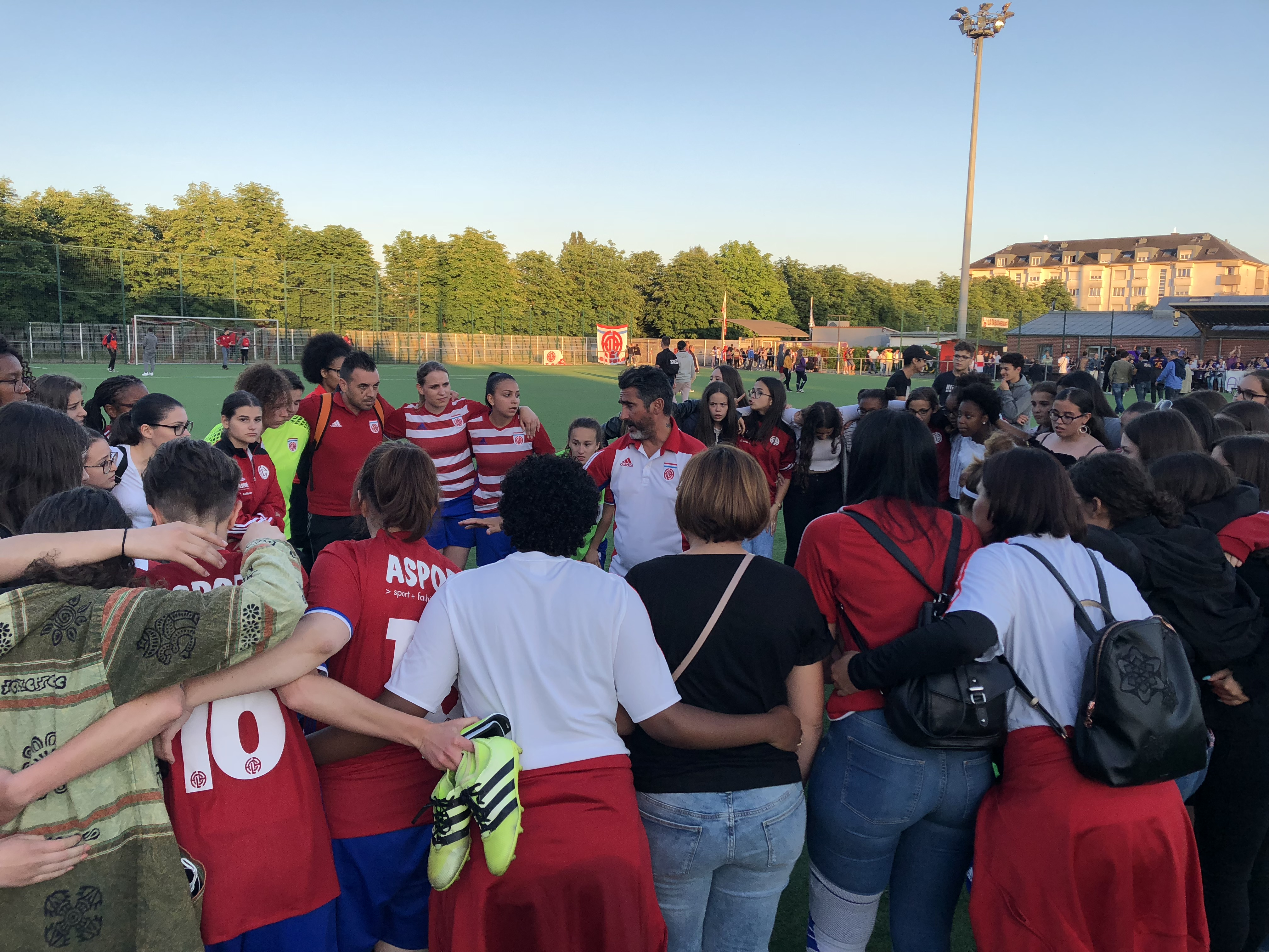 Bravo à nos filles et supporters pour cette belle demie-finale (perdue 0-4)