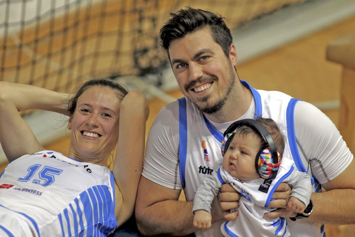 Familiensache: Michèle Orban ist mit Baby Ellie beim Basketballturnier in Montenegro