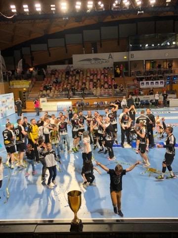 Den  CS FOLA gratuleiert dem Handball Esch fier victoire an der coupe