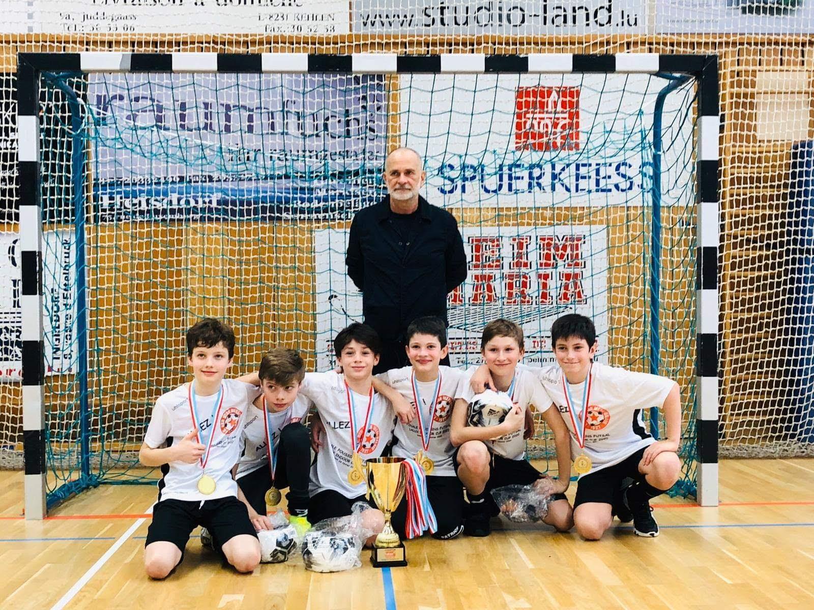 Equipe POUSSIN FC RED STAR MERL BELAIR gagne championnat FUTSAL