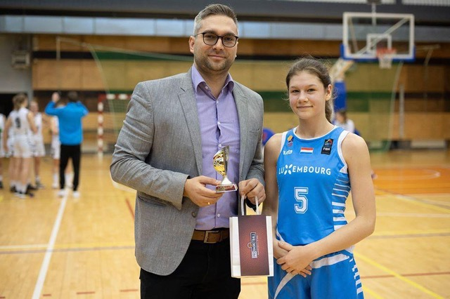SARA AWARDED AS BEST PLAYER