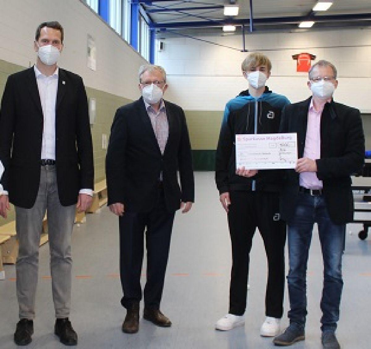 Unterstützung für den Nachwuchs durch die Sparkasse MagdeBurg und Landrat Steffen Burchhardt