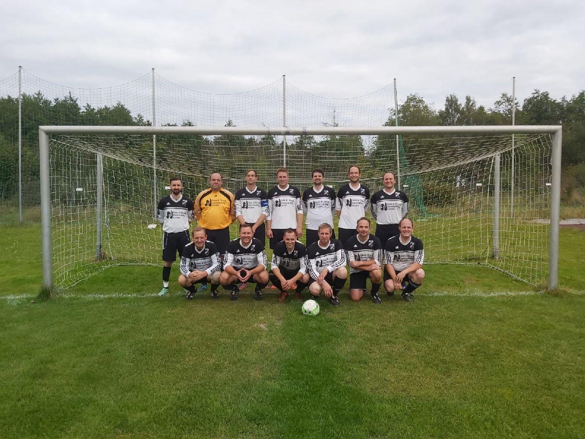 Ü32 der SG Thülen/Rösenbeck/Nehden starten mit einem Unentschieden in die Pokalspielrunde